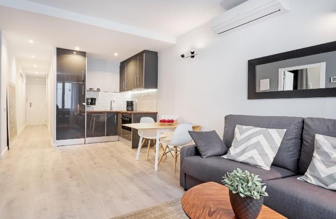 5895) Urban District Apartments Barcelona / Main living room