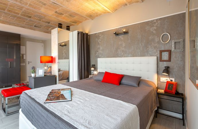 13710) UD Apartments - Penthouse Vintage Suite with Terrace 5.4, Barcelona