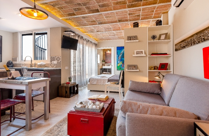 6290) Urban District Apartments Barcelona / Living area with a double sofa bed